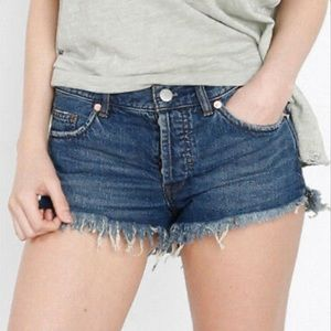 Free People • Raw Hem Denim Shorts Size 25